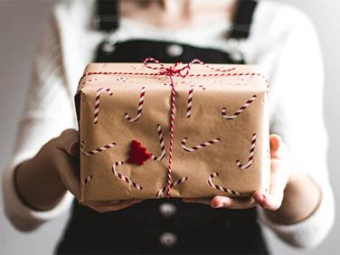 6 ways your business can give back this holiday season