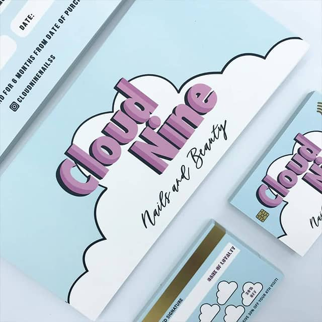 Cloud Nine Kundenkarte mit hellblauem Debitkarten-Design von The Logo Page
