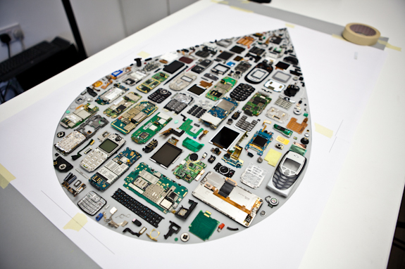 MOO Inkdrop made from disassembled old phones